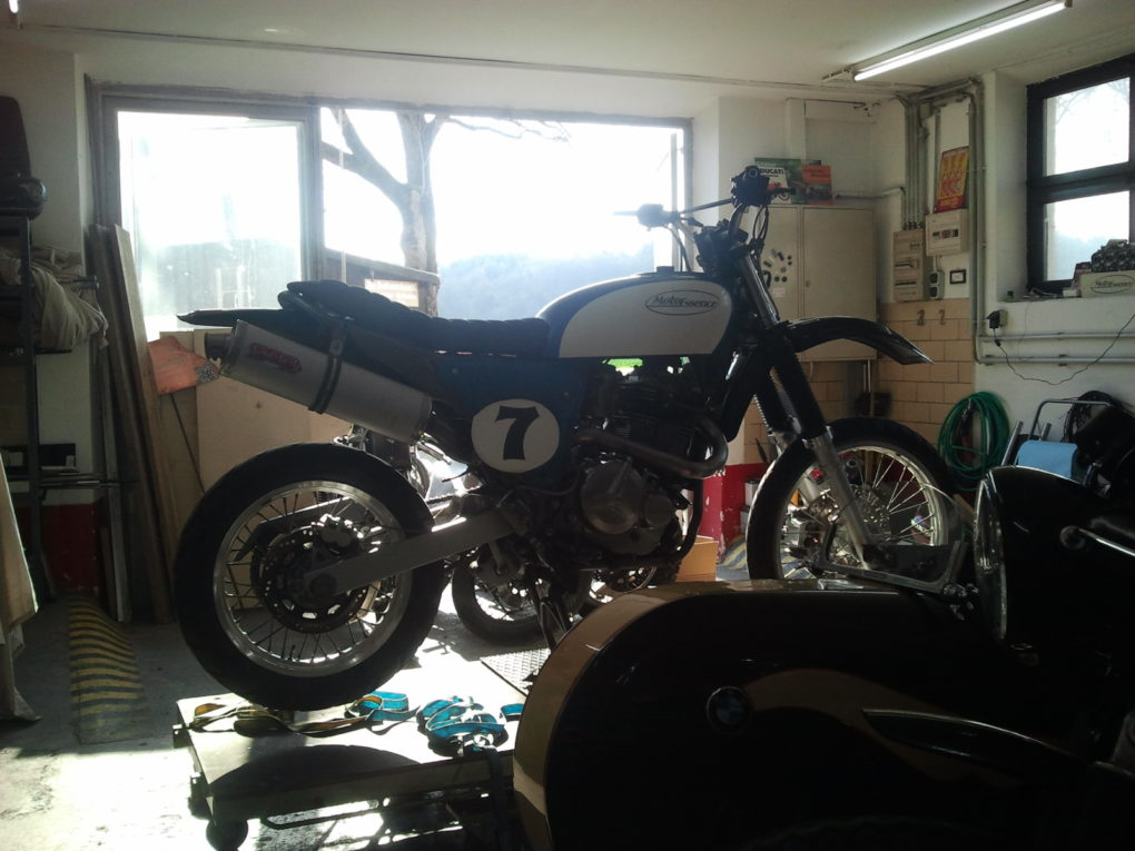 Moto Essence - The Seven
